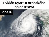 Cyklón Kyarr u Arabského poloostrova. Snímek družice Aqua z 27. října 2019. Tropická bouře, která se zformovala 24. října, dosáhla největší intenzity 27. října při rychlosti větru 250 kilometrů za hodinu a s nárazy až 305 kilometrů za hodinu. Po cyklónu Gonu z roku 2007 jde o nejsilnější tropickou bouři, jaká byla kdy zaznamenána v Indickém oceánu na sever od rovníku. Cyklón způsobil záplavy  podél své trasy od Indického subkontinentu po Arabský poloostrov. Materiální škody byly hlášeny z Indie, Pákistánu, Ománu a Spojených arabských emirátů.
