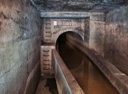 Obr. 5 - Odlehčovací komora nádrže Červený Mlýn. Autor fotografie: J. kalina, Správným směrem